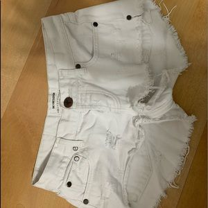White One teaspoon shorts size 23